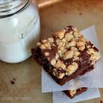Crumb Cake Brownies #brownies #chocolate #crumbtopping #dessert #tableforsevenblog