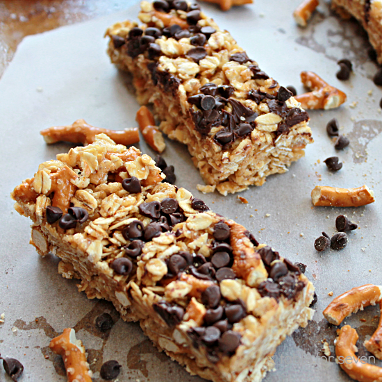 No Bake Peanut Butter Chocolate Pretzel Granola Bars #granolabars #nobake #chocolate #pretzel #tableforsevenblog