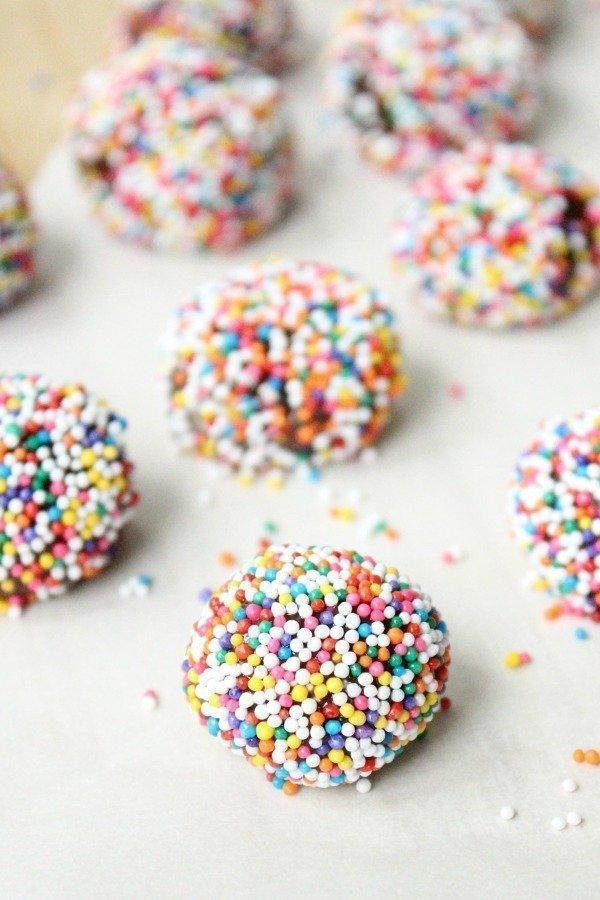 Brigadeiros (Chocolate Fudge Truffles) #chocolate #nobakedessert #brigadeiros #chocolatetruffles