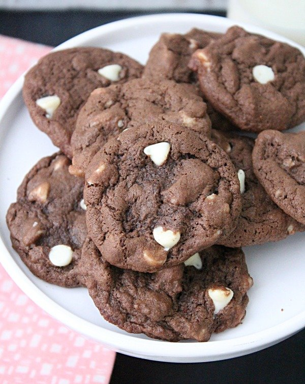Chewy Chocolate Cookies #tableforsevenblog @tableforseven #chocolate #cookies #chocolatecookies #dessert
