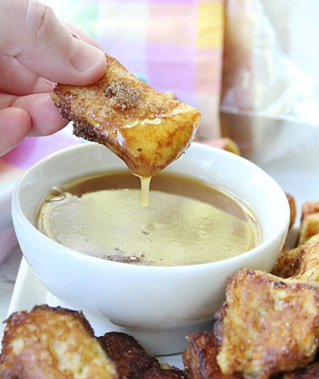French Toast Bites with Maple Butter Dipping Sauce #frenchtoast #maplesyrup #dip #butter #breakfast #tableforsevenblog @tableforseven