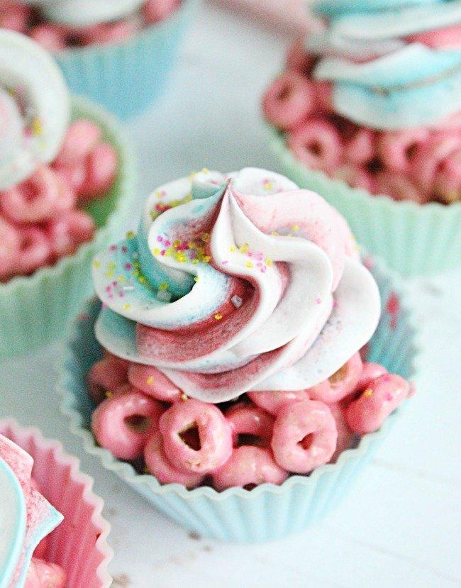 Cereal Cupcakes- Table for Seven #cerealtreats #marshmallow #mearshmallowtreats #tableforsevenblog #nobake #cupcakes #dessert