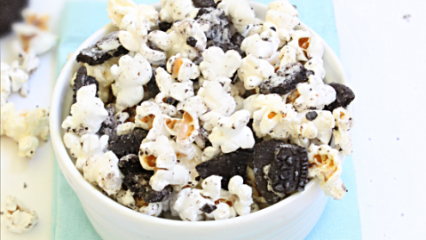 Cookies and Cream Popcorn #popcorn #oreocookies #tableforsevenblog #cookiesandcream #snack