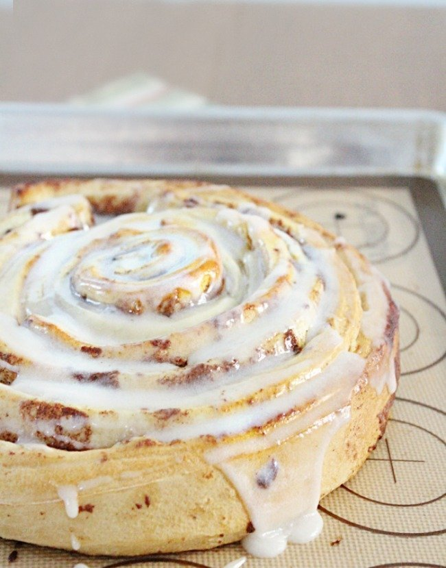 Giant Cinnamon Roll- Table for Seven #giantcinnamonroll #giant #cinnamonroll