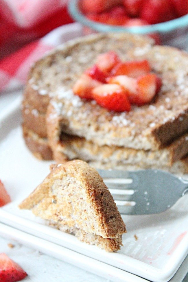 Guilt Free French Toast @tableforseven #tableforsevenblog #frenchtoast #eggwhites #weightwatchers #guiltfree