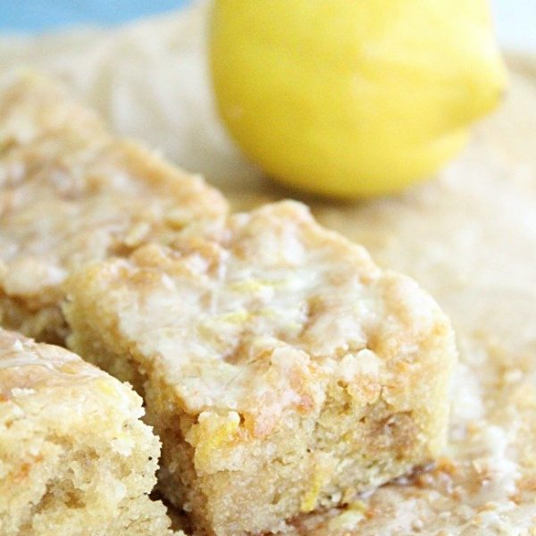 Lemon Brownies- #lemon #bars #blondies #brownies #easydessert #lemonbrownies
