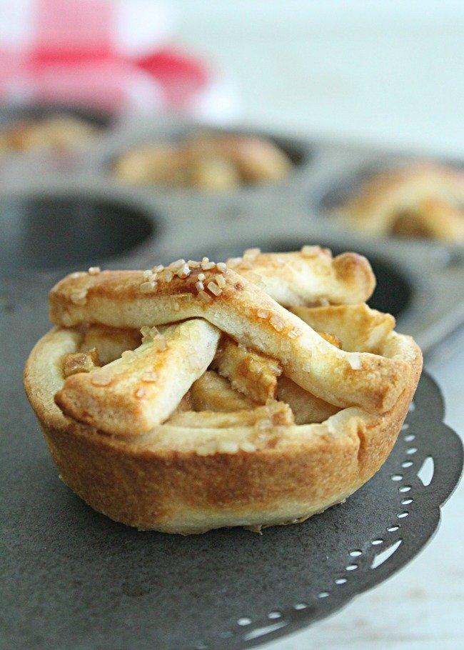 Mini Apple Pies | Table for Seven #applepie #apple #pie #mini #dessert